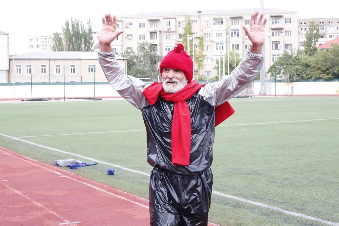 Un hombre de 66 años establece un récord al perder casi 10 kilos en cinco horas
