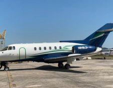 Jet Hawker 800 que fue que fue ubicado con droga en Petén, Guatemala, en enero del 2020 y que es del mismo modelo que el que robaron en el aeropuerto de Morelos, México. (Foto Prensa Libre: HemerotecaPL)