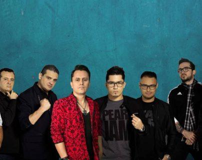 """El músico guatemalteco Juancko promociona el tema """"A los cuatro vientos"""", junto al grupo salvadoreño Los Redd. (Foto Prensa Libre: Cortesía Juancko)"""
