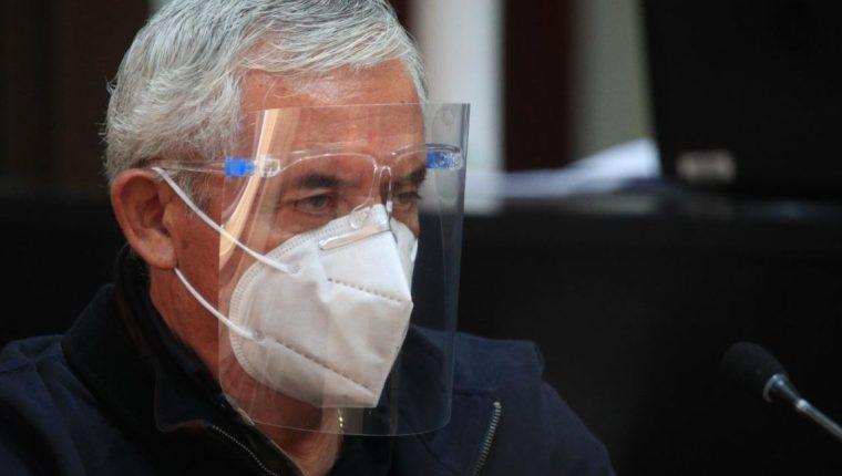 Otto Pérez Molina en el Juzgado de Mayor Riesgo B, que le negó el arresto domiciliario. (Foto Prensa Libre: Carlos Hernández)