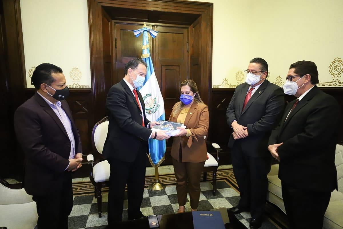 Presupuesto 2021: Un año en que bajará la recaudación y subirá la deuda para Guatemala