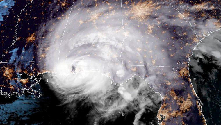 """El huracán Sally azotó la costa del Golfo de Estados Unidos, con pronósticos de lluvias torrenciales que podrían provocar inundaciones repentinas """"históricas"""" y potencialmente mortales. (Foto Prensa Libre: AFP)"""