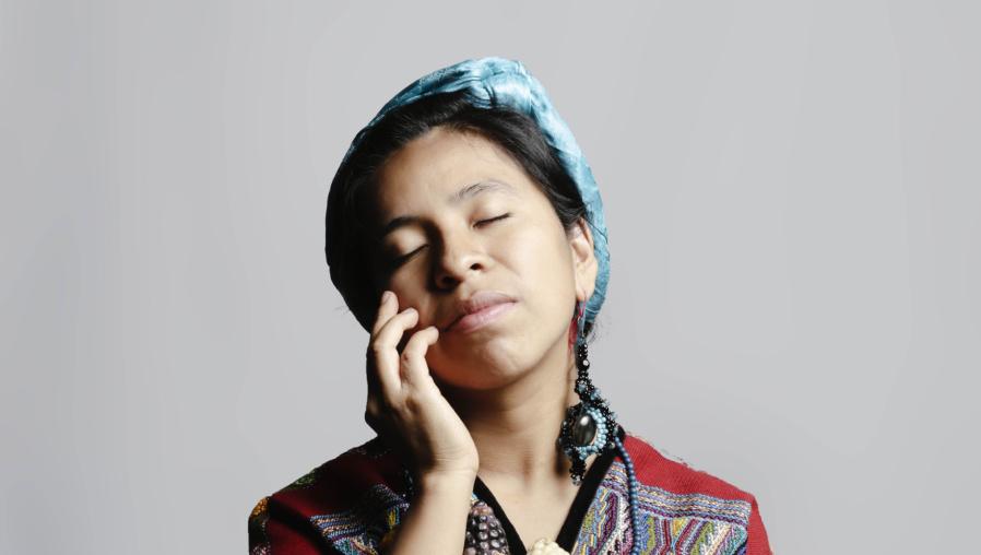 Día Internacional de la Mujer Indígena: Sara Curruchich lanza una playlist en Spotify con cantos de fuerza, historia, lucha, identidad y sororidad