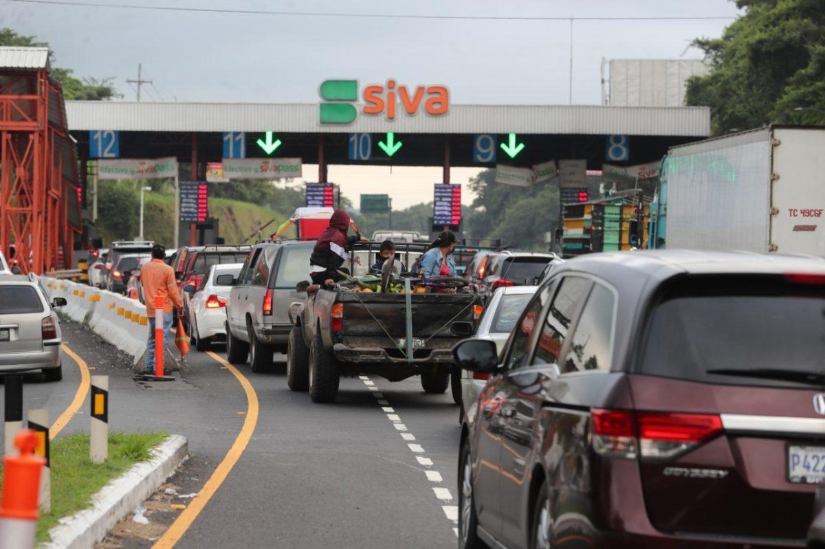 Guatemaltecos aprovecharon el fin de semana para viajar a la provincia: 23 mil vehículos diarios en la autopista Palín-Escuintla