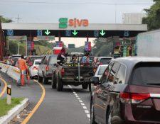 En los recientes fines de semana se ha notado un incremento en el tránsito hacia el sur. (Foto Prensa Libre: Juan Diego González)