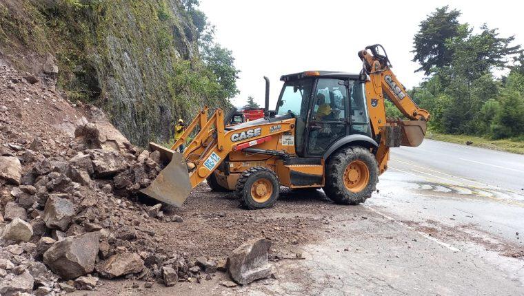 El 14 de septiembre se registró un derrumbe en el kilómetro 151, jurisdicción de Santa Lucía Utatlán, Sololá. (Foto Prensa Libre: Conred)