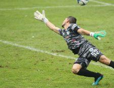 Manuel Sosa recibió cinco goles en la derrota de Sanarate frente a Municipal. (Foto Prensa Libre: Norvin Mendoza).