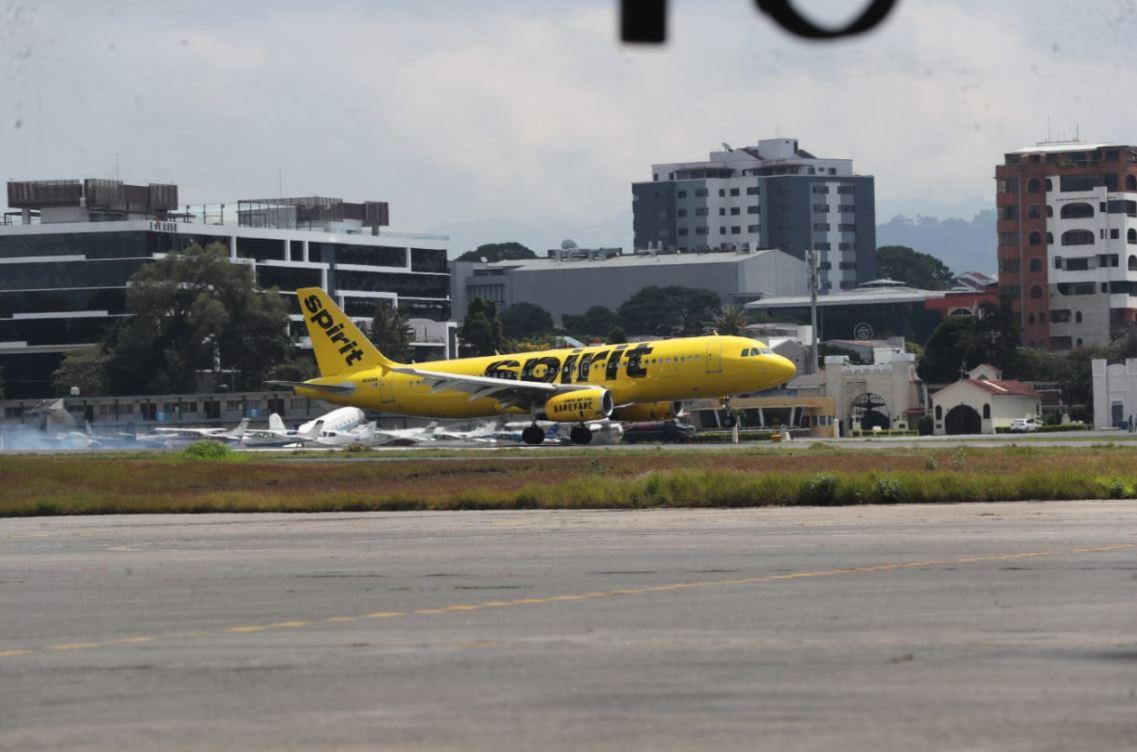 Aeropuerto La Aurora recibe el primer vuelo internacional luego de 6 meses de inactividad