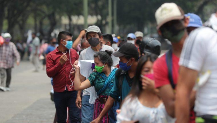 En sectores de comercio, servicios, agricultura y  otros, ha bajado el empleo. (Foto, Prensa libre: Hemeroteca PL).