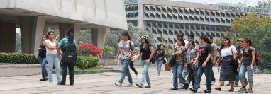 Estudiantes universitarios de primer ingreso deberán adaptarse a una educación híbrida, virtual y presencial, para el 2021. (Foto Prensa Libre, Hemeroteca PL)
