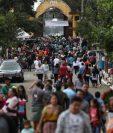 Cada 1 y 2 de noviembre millones de personas se dan cita en los cementerios de Guatemala para adornar la tumba de lso difuntos. (Foto Prensa Libre: Hemeroteca PL)