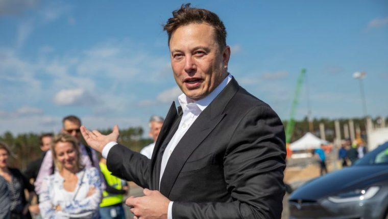 La fortuna de Elon Musk creció 242% en el último año, según Forbes.