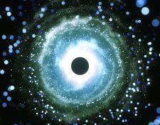 Recientes investigaciones han dibujado varios escenarios en que la vida alrededor de un agujero negro podría ser viable.