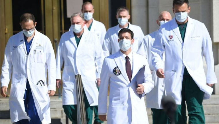 Trump es atendido por alguno de los mejores médicos de EE.UU.