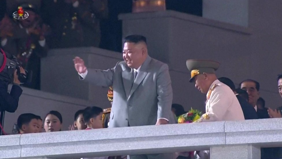 El inusual desfile con el que Corea del Norte celebró el 75 aniversario de la creación de su Partido Comunista