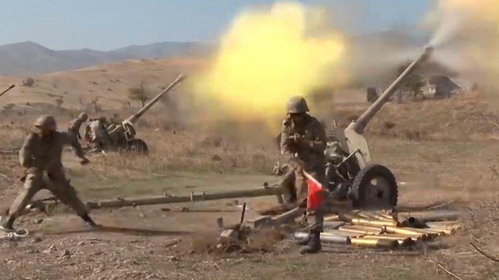 """Armenia y Azerbaiyán: el video de una """"ejecución"""" que impulsa la investigación de crímenes de guerra"""