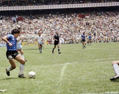 El segundo gol de Maradona ante Inglaterra en el Mundial del 86 es considerado uno de los mejores de todos los tiempos.