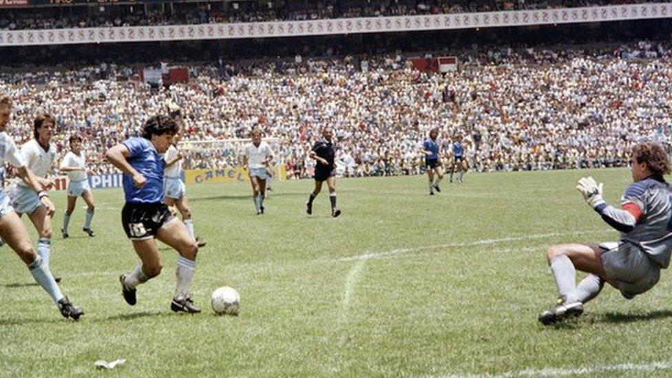 Canciller italiano propone un triangular con Argentina e Inglaterra como homenaje a Diego Armando Maradona