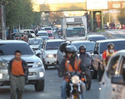 Obras municipales ameritan la paralización de la calzada Atanasio Tzul durante 12 horas el 4 de octubre. (Foto Prensa Libre: Hemeroteca PL)