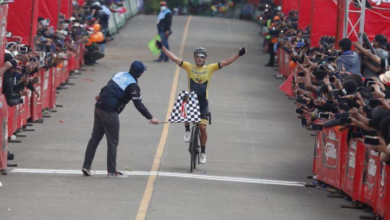 Manuel Rodas ganó la novena etapa de la 60 edición de la Vuelta a Guatemala en Paztún, Chimaltenango. Foto Esbin García.
