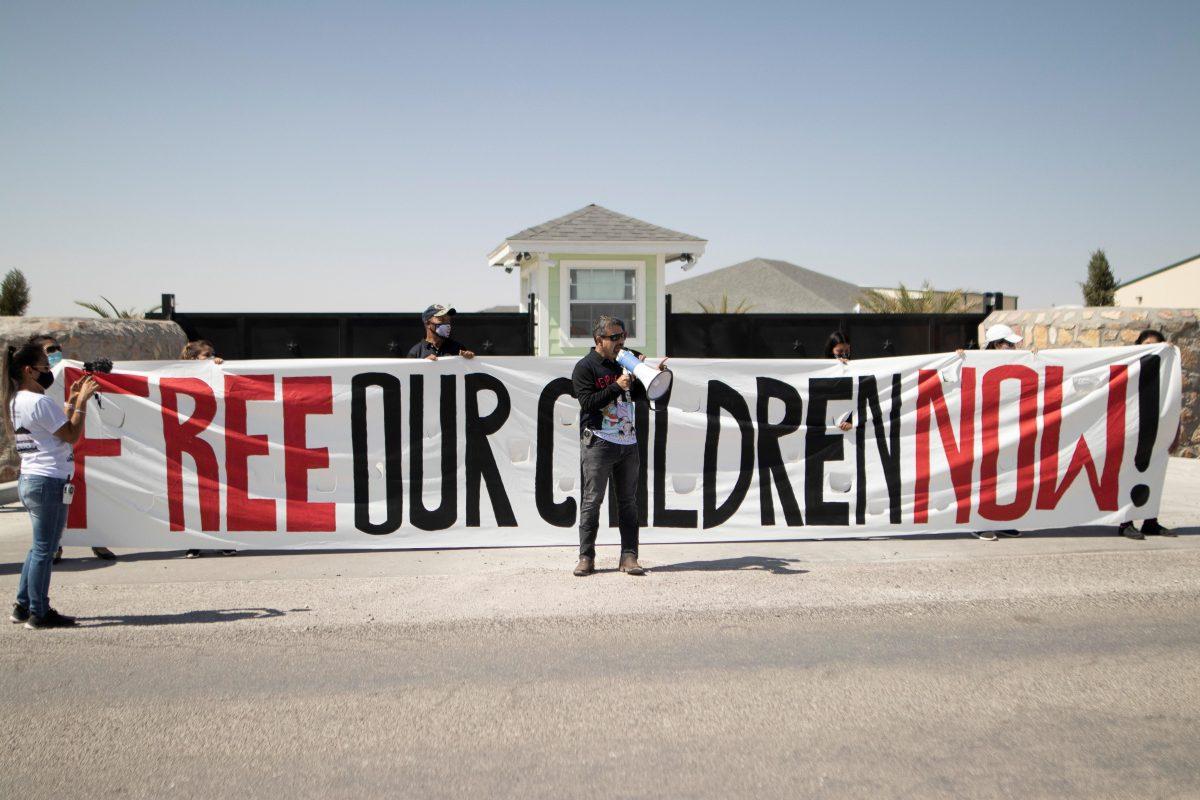 Padres de 545 niños migrantes separados en la frontera de EE. UU. no pueden ser localizados