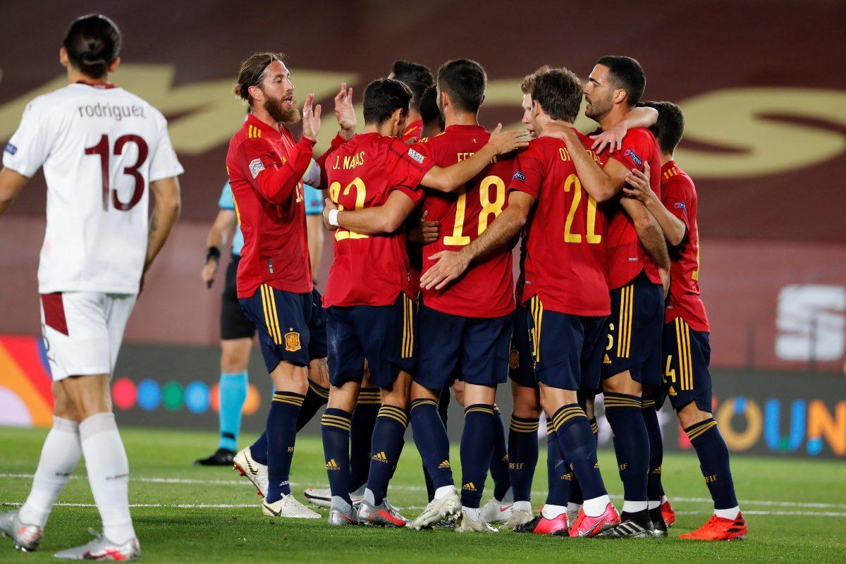 España gana 1-0 a Suiza y sigue líder de grupo en la Liga de Naciones