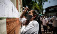 AME2009. BUENOS AIRES (ARGENTINA), 18/10/2020. Miles de residentes bolivianos en la Argentina votan hoy para las elecciones presidenciales de su país, en un contexto marcado por la pandemia de COVID-19, hoy en Buenos Aires (Argentina). Efe/Juan Ignacio Roncoroni