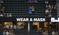 Arlington (United States), 21/10/2020.- Signage urges the limited number of fans allowed to use masks before the Tampa Bay Rays face the Los Angeles Dodgers in Major League Baseball's World Series Game one at Globe Life Field in Arlington, Texas, USA, 20 October 2020. (Estados Unidos) EFE/EPA/JOHN G. MABANGLO *** Local Caption *** 56432511