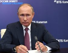 El presidente Vladimir Putin se refirió a las dos vacunas que Rusia desarrolla contra el coronavirus. (Foto Prensa Libre: EFE)