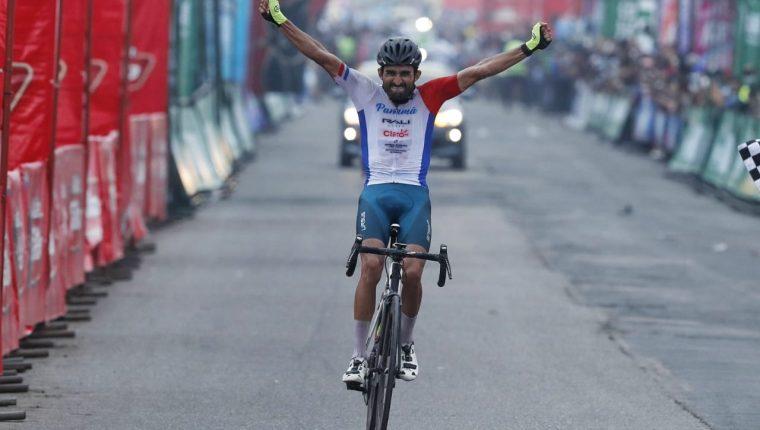 El panameño, Roberto González, ganó la segunda etapa de la Vuelta a Guatemala. Foto Esbin García.