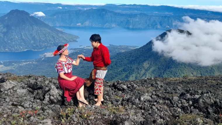 El volcán Atitlán, en Sololá, fue el escenario para la grabación de la oración de la montaña por parte de Patricia Hernández. (Foto: Cortesía Alejandra Castillo)
