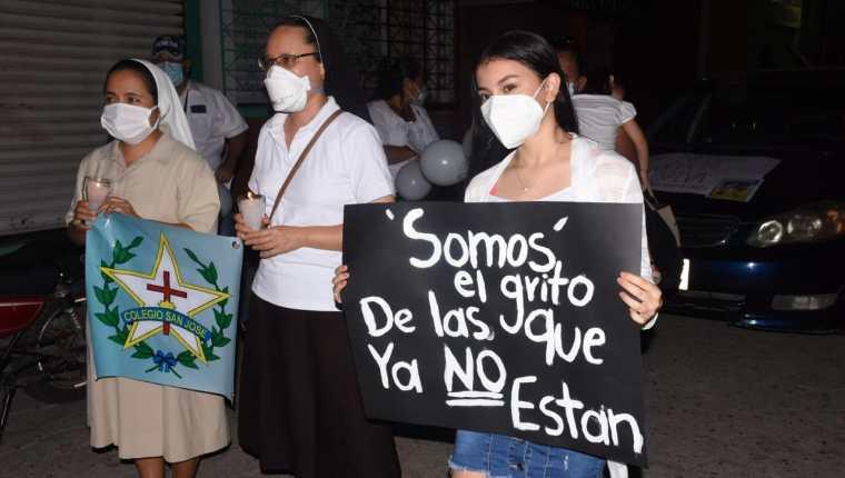 Representantes de varios sectores participaron en la marcha contra la violencia en Teculután, Zacapa. (Foto Prensa Libre: Wilder López)
