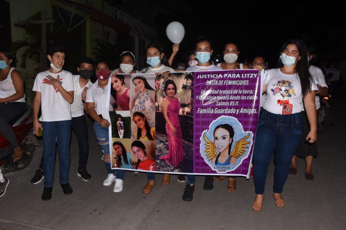 Con velas y pancartas, vecinos de Teculután exigen justicia por la muerte de Litzy Cordón y Daniela Hernández