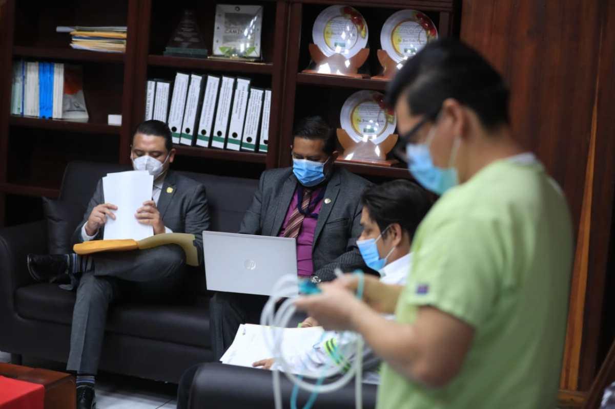 Hallan firmas falsificadas en cinco transferencias millonarias más en Caminos