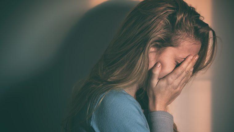 El miedo a ser feliz se relaciona con el temor a ser decepcionado o a perder algo bueno de la vida. (Foto Prensa Libre: shutterstock).