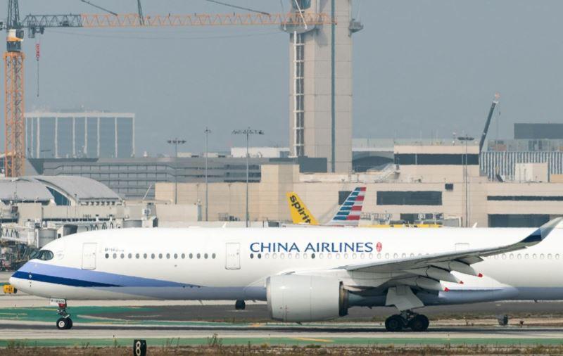 """Insólito: hombre con un """"jetpack"""" vuela cerca del Aeropuerto de Los Ángeles y pone en alerta a pilotos y autoridades"""
