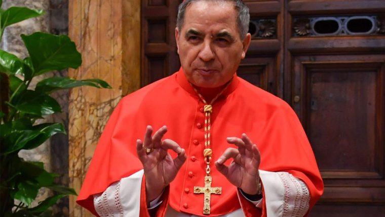 El cardenal Becciu se vio envuelto en un escándalo de corrupción en el Vaticano. (Foto Prensa Libre: AFP)