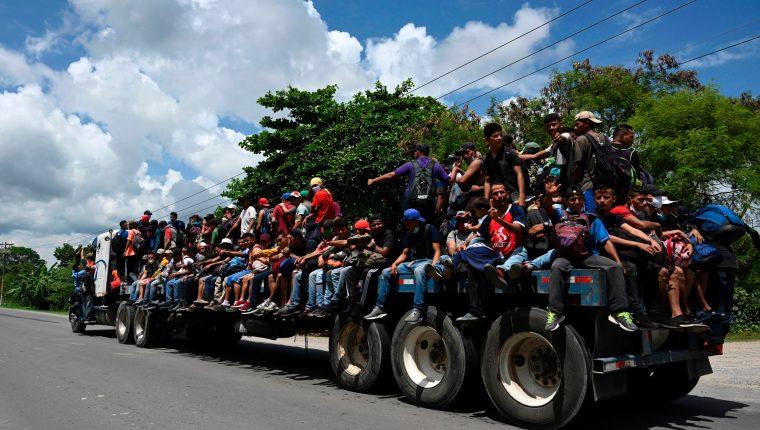 Migrantes salieron de Honduras rumbo hacia Guatemala y con el anhelado destino final Estados Unidos. (Foto Prensa Libre: AFP)