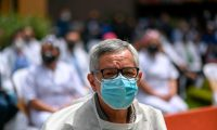 A health worker takes part in a tribute to colleagues who died from COVID-19 coronavirus at the San Juan de Dios Hospital in Guatemala City on October 9, 2020. (Photo by Johan ORDONEZ / AFP)