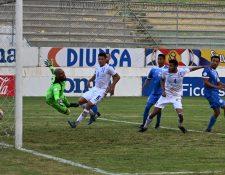 Jonathan Paz anotó para Honduras hasta el minuto 90-1 y con esto consiguió un agónico empate en Comayagua ante Nicaragua. (Foto Prensa Libre: AFP)