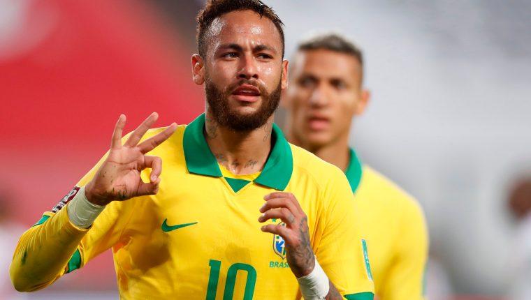 Neymar festeja después de anotarle tres goles a Perú. (Foto Prensa Libre: AFP)