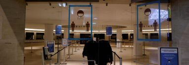 Francia quedará bajo toque de queda para frenar la propagación del coronavirus. (Foto Prensa Libre: AFP)