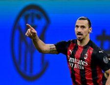 El sueco Zlatan Ibrahimovic anotó un doblete en el triunfo del AC Milan sobre el Inter de Milán, esto luego de haberse perdido dos jornadas por haber contraído covid-19. (Foto Prensa Libre: AFP)