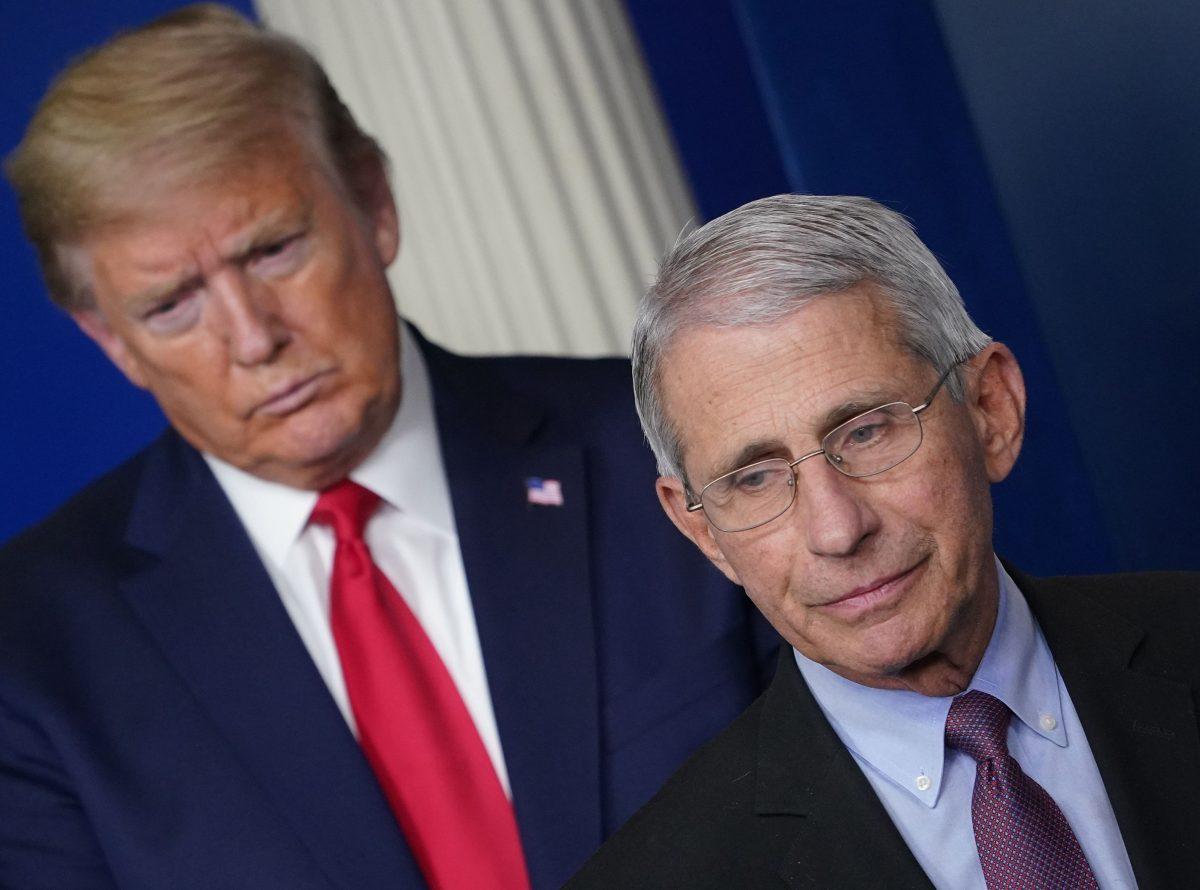 Donald Trump sugiere que podría despedir al doctor Anthony Fauci después de las elecciones en Estados Unidos