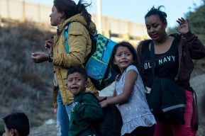 Estados Unidos viola convenio y expulsa a México a niños migrantes de Guatemala, El Salvador y Honduras
