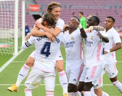 El Real Madrid se llevó los tres puntos en el clásico español gracias a anotaciones de Valverde, Sergio Ramos y Luka Modric. (Foto Prensa Libre: AFP)