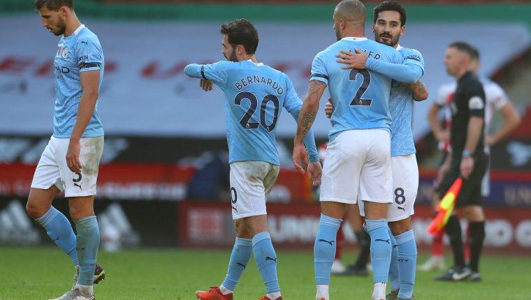 El Manchester City consiguió una victoria en calidad de visitante y sigue ascendiendo en la Premier League. (Foto Prensa Libre: AFP)