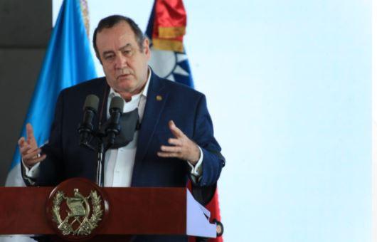 El presidente Alejandro Giammattei en actividad en la que informó de la segunda ola de contagios de covid-19. (Foto Prensa Libre: Byron García)