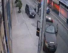 mágenes que circulan en redes sociales en las que se observa el suceso registrado en la zona 6 de la capital. (Foto Prensa Libre: Captura de pantalla de video)