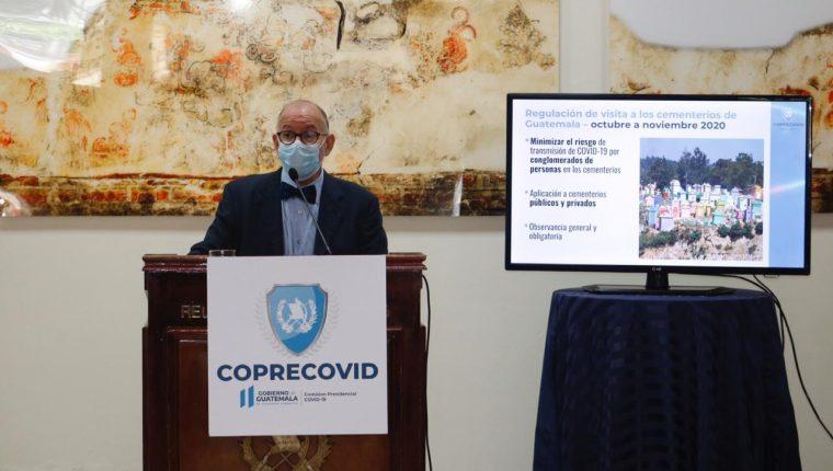 Edwin Asturias, director de la Coprecovid, en una de las conferencias semanales para dar detalles de la evolución de la pandemia. Fotografía Prensa Libre: Fernando Cabrera.